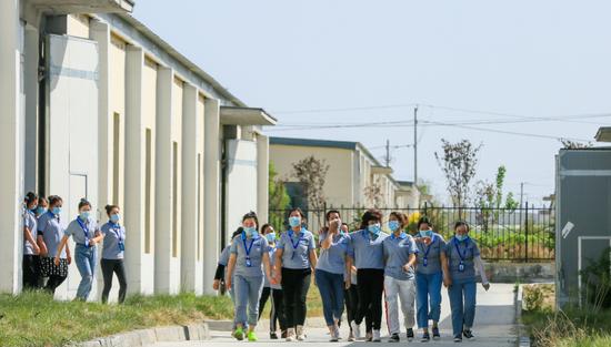 新疆呼图壁:多措并举助力企业复工复产