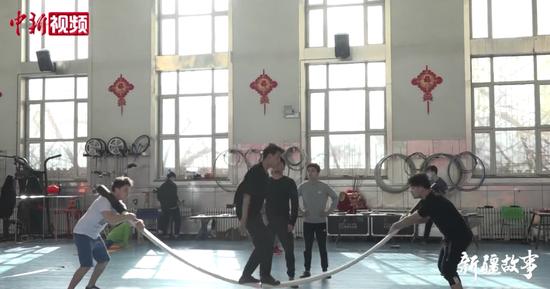 新疆抖杠四青年:为家乡再拿奖牌