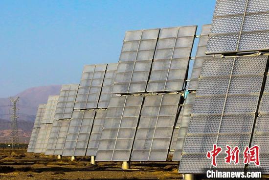 新疆单体规模最大组件类型最齐全的光电基地在哈密建成