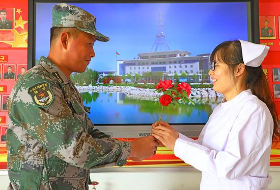 5月10日,最美的鲜花献给最爱的人。罗兴仓 摄