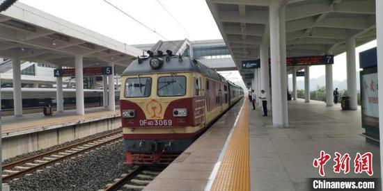 乐透世界省首条城际高速铁路——安六铁路开始联调联试。沙龙网上娱乐铁路成都局集团公司供图