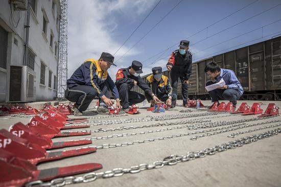 新疆铁警安全防范不放松