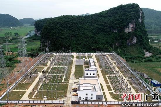 南方电网广西柳州供电局220千伏贝江变电站建成投运。苏晨 摄