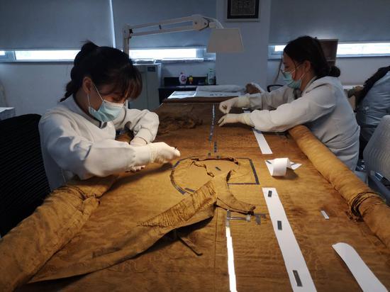"""中国丝绸博物馆""""我为丝路修文物""""直播将在此开展。童笑雨摄"""