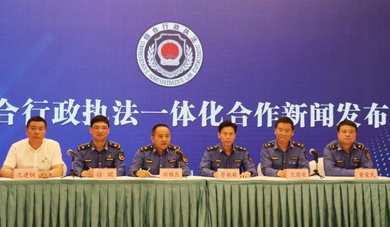 湖嘉综合行政执法一体化合作启动仪式  戴佩佩 摄