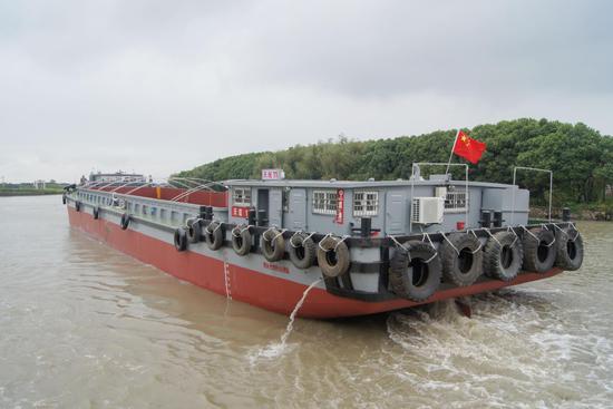 宁波境内运输船舶。