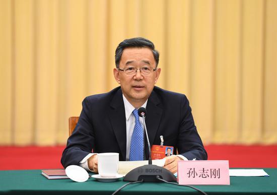 资料图:贵州代表团审议政府工作报告,孙志刚参加审议。杜朋城摄