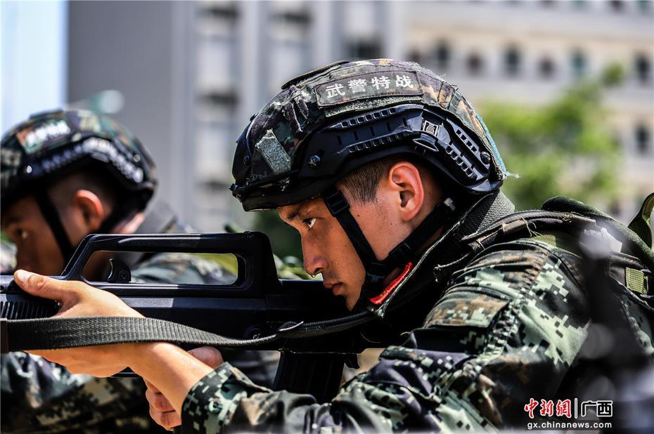武警广西总队百名预备特战队员开展强化训练