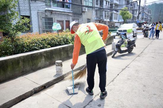 """""""城管義工""""服務現場。江北城管提供"""