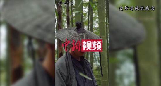 """装修工转战短视频行业 深山里造梦创""""武侠美食"""""""