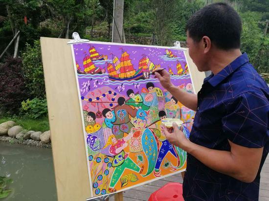 渔民画创作。  洞头宣传部供图