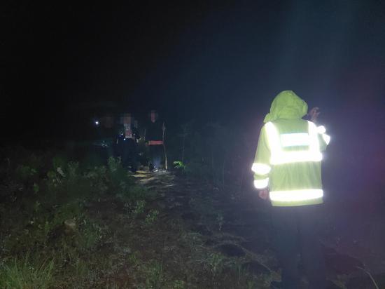 救援队找到被困失联人员。 临安警方 供图