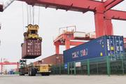 寧波舟山港集裝箱海鐵聯運進提箱現場。   毛培竹 攝