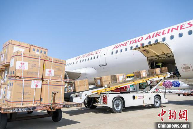 中国援柬新一批防疫物资陆续运抵金边