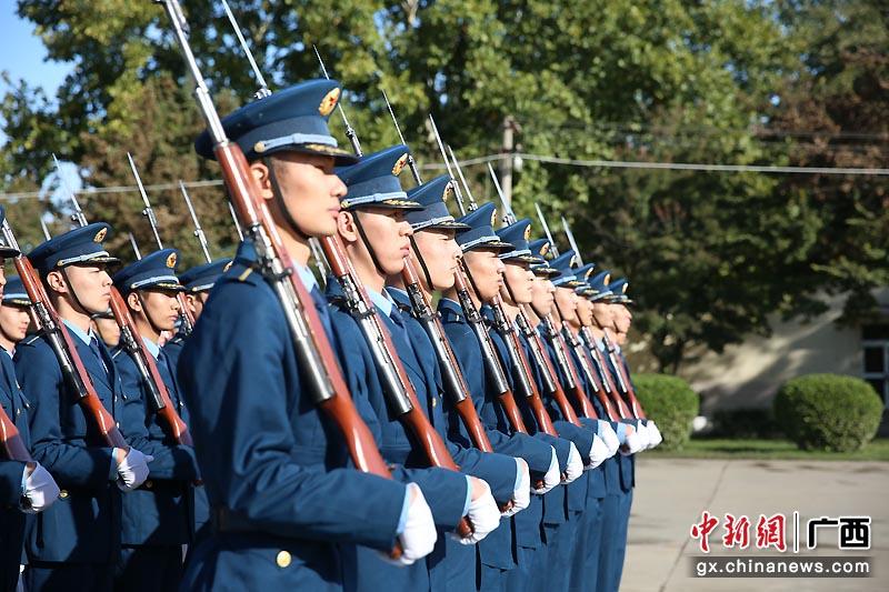 空降兵桂林某部学员组织系列演练
