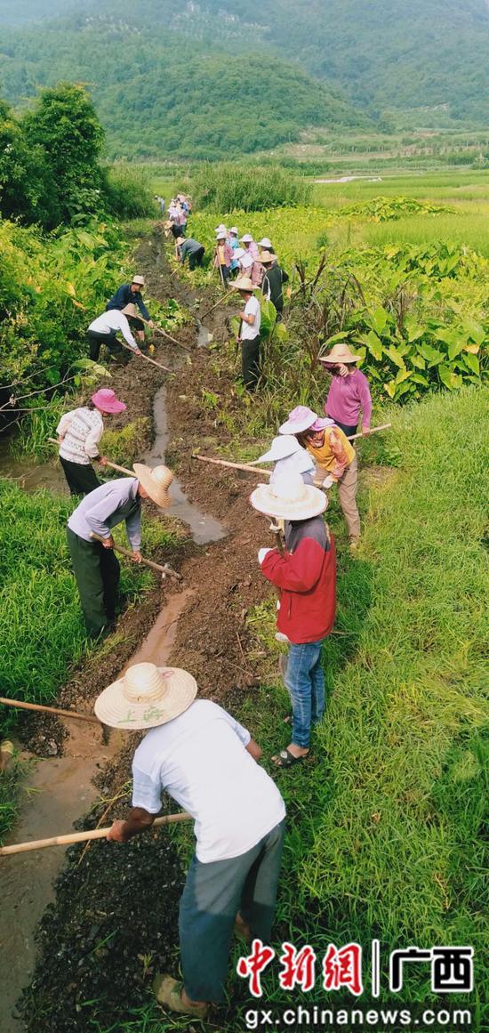 广西鹿寨村民齐心携手解决饮水问题共受益