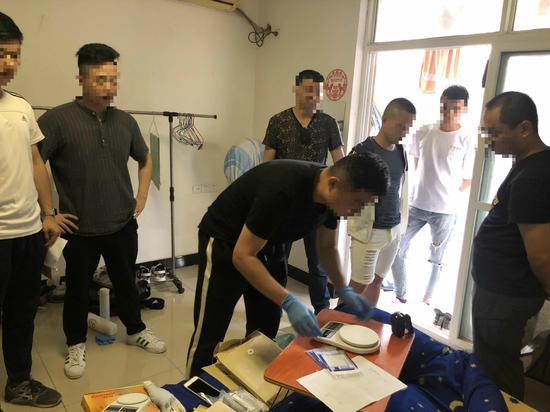 抓捕现场。杭州警方 供图