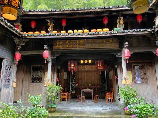 巖樟鄉綜合文化站內的四合院式老宅。  項菁 攝
