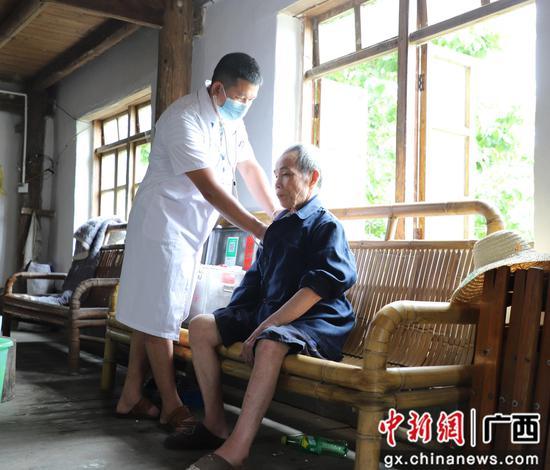 农村家庭医生让广西融水大山深处群众小病不出村