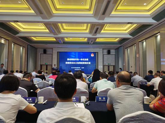 杭州市市場監管局副局長馮世聯介紹相關經驗。 胡亦心 攝