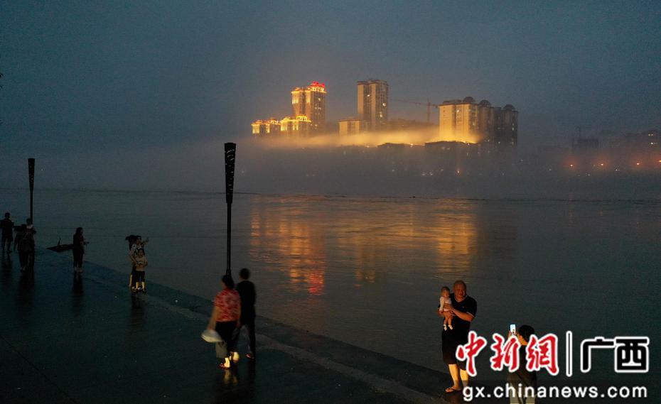 廣西融安水霧飄繞