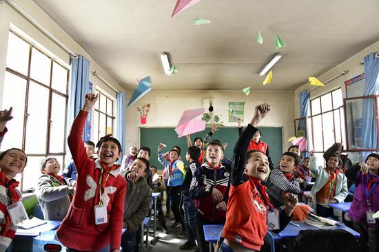 新疆空管青年:唱响一首脱贫攻坚四季歌