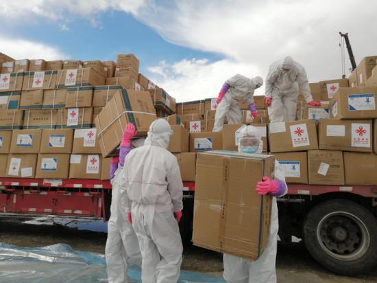 新疆卡拉苏边检助力中国援助塔国防疫物资快速出境