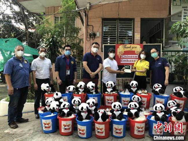 駐菲律賓使館向馬尼拉市康卡迪亞兒童福利院愛心捐贈
