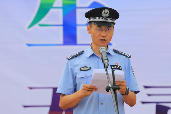 博湖县人民政府副县长,县公安局党委书记、局长李虎主持活动。