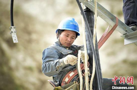 新疆边境乡村接入大电网 点亮当地民众幸福梦