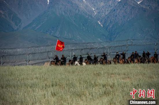 新疆伊犁:邊境巡邏保平安