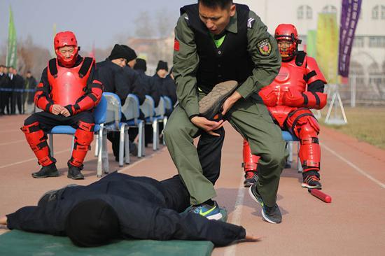 张宝华在训练中。