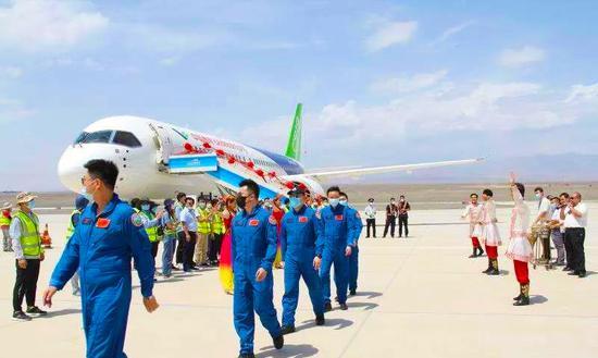 国产大飞机C919飞机赴新疆吐鲁番机场开展高温专项试飞