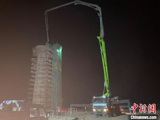 图为兰张三四线铁路兰武段站前5标项目清水河特大桥62#墩顺利浇筑完成。 卢文辉 摄