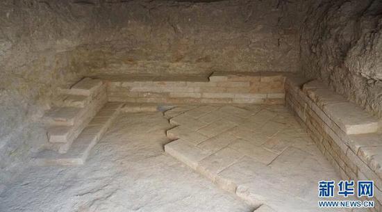 新疆哈密發現唐宋時期斜坡墓道墓 出土仿東羅馬金幣、薩珊波斯銀幣