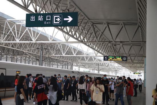 余杭高铁站首开始发车:接轨大上海 助区域