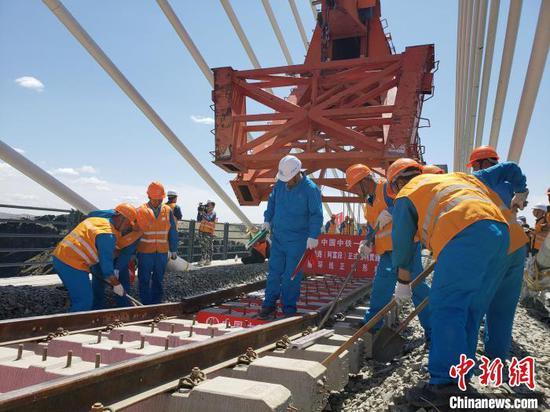 新疆阿富準鐵路(阿富段)順利鋪通 北疆鐵路環線正式形成