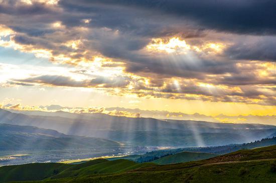 國家AAAAA級新疆那拉提旅游風景區美如畫 格外耀眼
