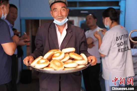 """新疆喀什""""網紅馕""""日銷8000個 馕店成景點"""