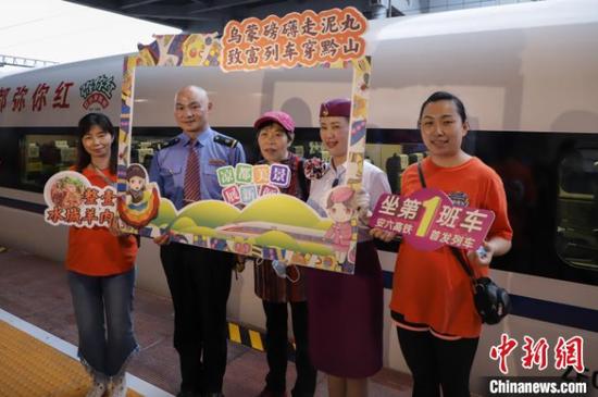 贵州安六高铁开通运营 贵阳至六盘水最快69分钟可达