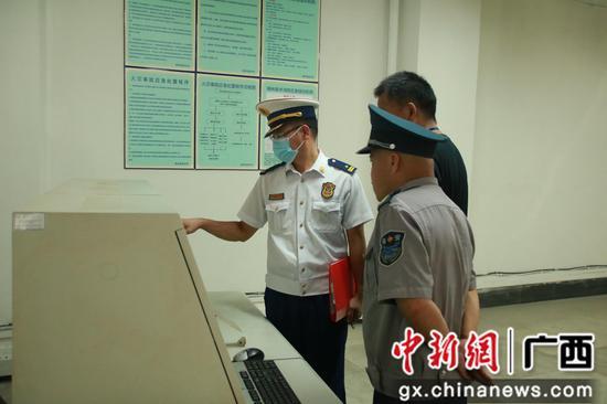 檢查柳高消防控制室。