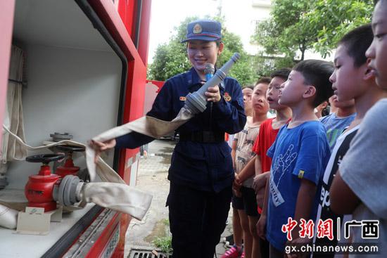 桂林消防捐赠500具灭火器 助力社区火灾防控