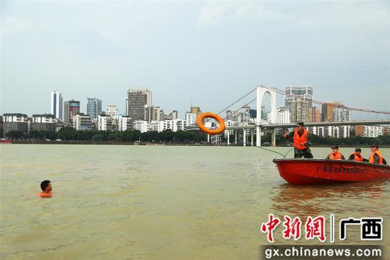 武警广西总队组织冲锋舟驾驶及水上抢险救援技术集训