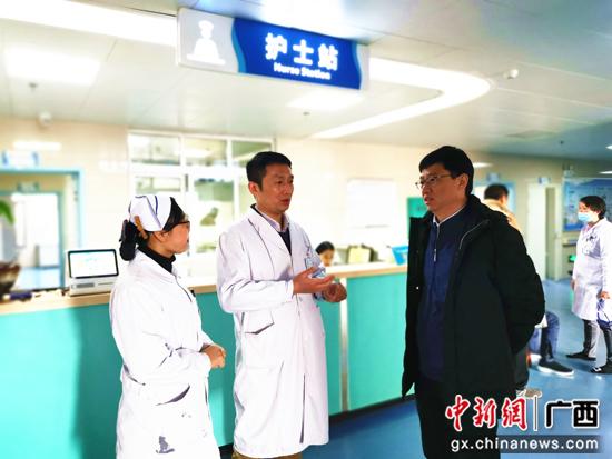 用简单实惠的方法解除患者病痛是我的追求 记南溪山医院共产党员、中医专家阳绍华