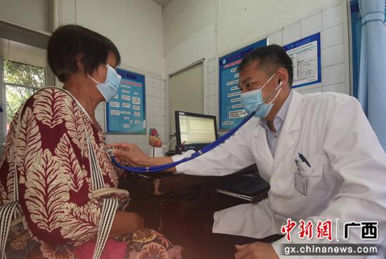 """心脏健康的""""守护神"""":记南溪山医院共产党员、心脏中心主任阳维德"""