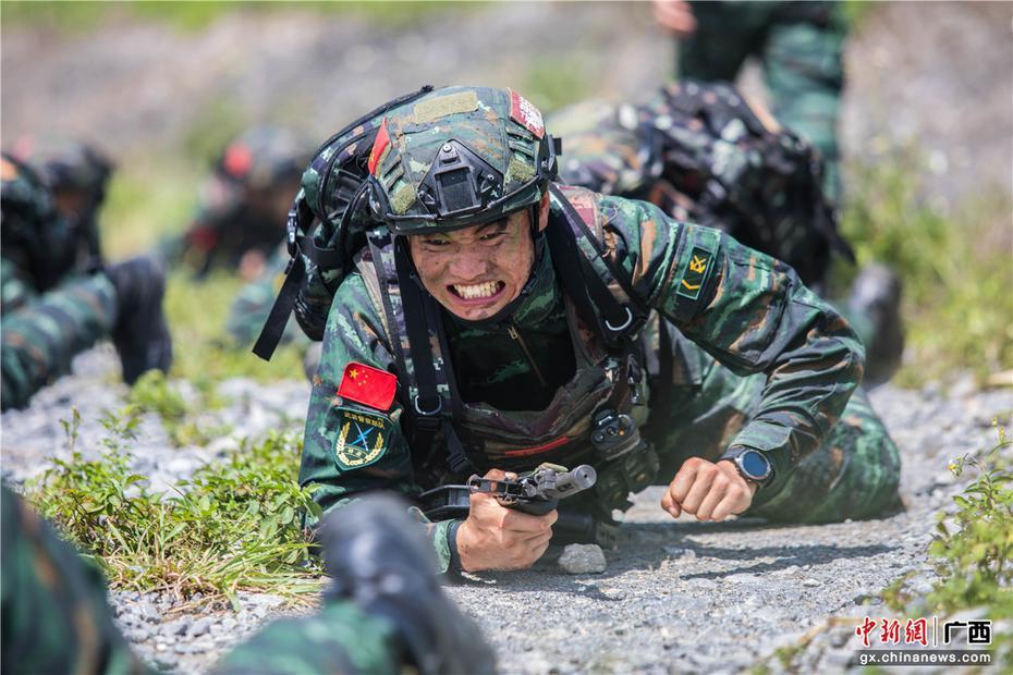 广西来宾武警特战队员开展野外实战化训练