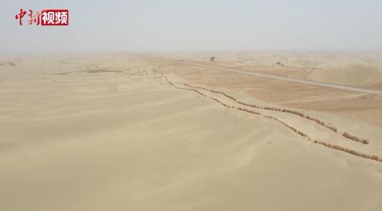 """探訪穿越""""死亡之海""""的第三條沙漠公路"""
