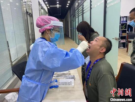 新疆兵团辖区核酸检测有序展开 兵地医疗系统联合检测