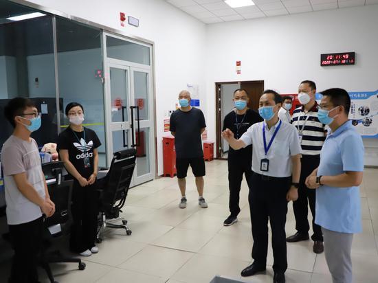 新疆空管局党委副书记闫亭琳前往空管中心调研指导疫情防控和安全工作