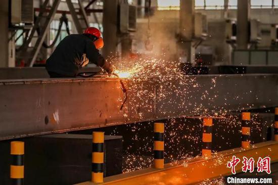 防疫生產兩不誤 新疆兵團烏魯木齊工業園區54家企業正常生產